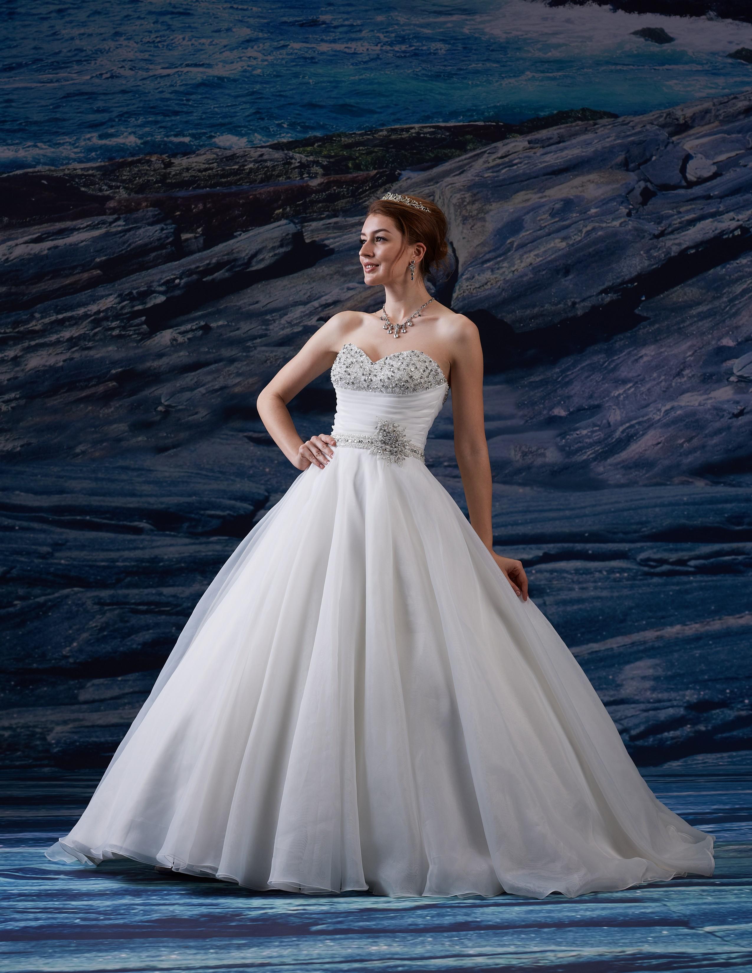 stile moderno prima qualità diversificato nella confezione Abito da sposa - Modello VE 8199 | Sogno di Sposa Marche